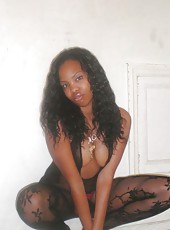 Picture gallery of a black teen camwhoring in the nude