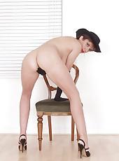 Leggy nude milf