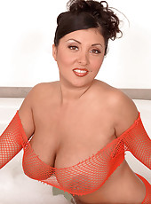 Daylene Rio, Busty N Wet