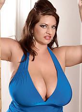 Maria Owns A Winning Pair Of Queens. Wanna Bet?
