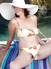 Veronica Snow is a sexy brunette outside in the sun as she lies naked showing her round breasts and her hairy pussy and then she gets into the swimming pool and lets the camera capture her body.