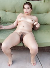 Hairy girl Daisy Leon can