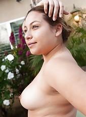 Hairy girl Daisy Leon can