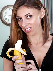 Working out to keep yourself tight can be tough. Chloe R rewards herself with a banana after her workout which she eats nice and slow, pretending it is a throbbing member against her hairy mound.