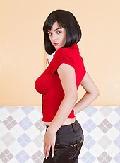 Lana B is one stacked babe. Dressed in her tight fitting shirt and jeans, you can