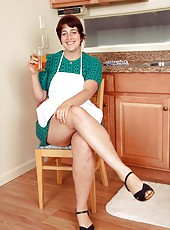 Chubby Gwyneth takes off her apron and spreads her thick natural legs to reveal her gorgeous hairy pussy.