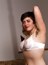 Gorgeous natural beauty Louise pulls on her thick pussy hair in her sexy white gloves.