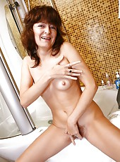 Elena V starts rubbing her bush before her towel hits the ground. After spreading her lips on the toilet, she bathes her natural body. This is one wash you would want to miss.