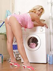 Silvy V laundry & cock sucking
