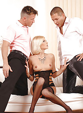 Blond Wiska gets two dicks in her