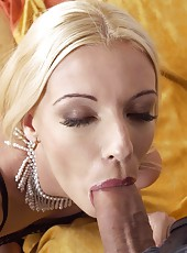 Blond slut Jennyfer sucks on a cock