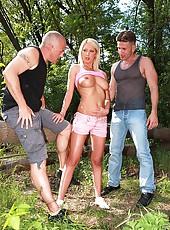 Pamela gets a fresh sperm goatee