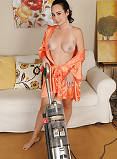 Gorgeous housewife Holly West breaks from housework to spread