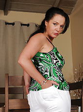 45 year old brunette Pepper Ann slips off her white jeans and shows off