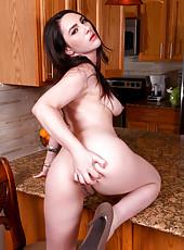Hot Anilos Charlotte Davis masturbates with a dildo in the kitchen