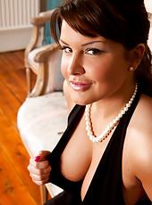 Seductive busty milf spreads open her sweet twat