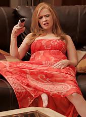 Anilos redhead stimulates her throbbing clit with a magic wand