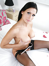 Seductive mom fucks her scrumptious twat with a vibrator
