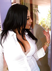 Audrey Bitoni fucks married guy whose car broke down in front of her house.