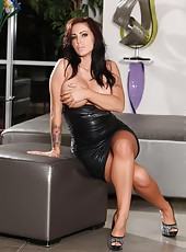 Jenna Presley gets naked and naughty with her big dildo.