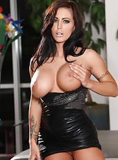 Jenna Presley gets naked and naughty with her big dildo.