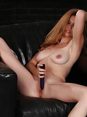 Jaime Lynn fills her tight pussy!