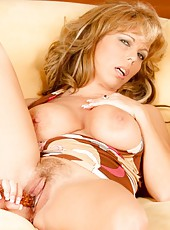 Amber Lynn Bach, the sexy MILF spreads her long legs and shows her pretty pussy.