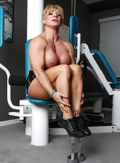 Kat Connors gets in quick workout before stripping off her workout clothes and showing us her ripped up body.