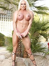 Fitness model Ashlee Chambers flexes her hard everything!!