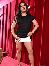 Ripped Vixen is a muscle Goddess! She loves getting dolled up in super short skirts and high heels, they show off her beautiful cut quads, hamstrings and calves.