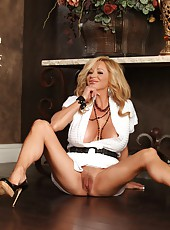 The horny Rachel Aziani gets off her favorite big dildo.