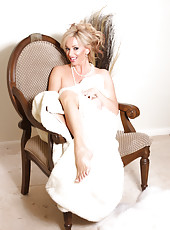 Rachel Aziani is stunning wearing nothing but pearls and a blanket!