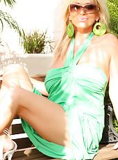 Rachel Aziani looking stunning in her green sundress!