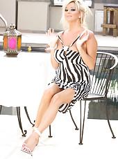 Rachels show off her sexy new dress