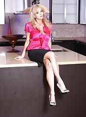 Rachel Aziani show off her long legs