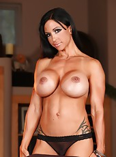 Muscle Goddess Jewels Jade strips and flexes her hot toned body.