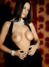 Nikki Nova looking stunning and elegant in her long, black dress!