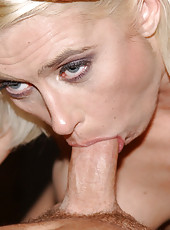 Hot milf action with this steamy babe gettin creamed on