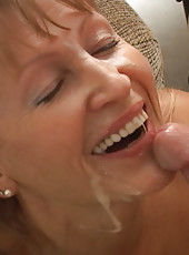 Older milf shows that she can still fuck like a champ