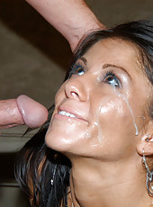 Hot sexy milf babe gets down and dirty in these pix