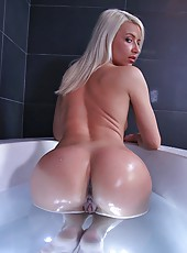 Sexy hot blond with giant ass and big tits take black cock in the tub