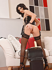 Lulu gets well fucked by a Sybian
