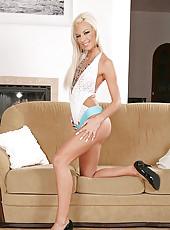 Blonde Deniska dildoing her pussy