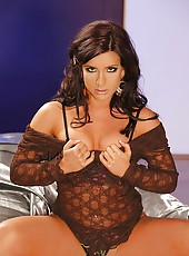 Tanned babe Gia stripteasing wild