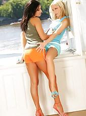 Alisson & Aneta have lesbian sex
