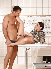Brill Xandra riding a hung soldier