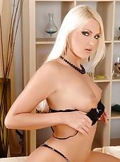 Exquisite blonde babe masturbating
