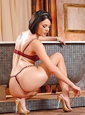 Sexy Liz masturbating in the tub
