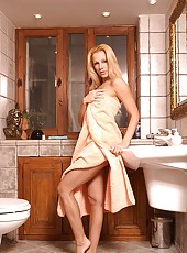 Sandy showers and shaves her pussy