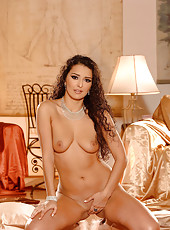 Sexy Juliana Grandi strips naked